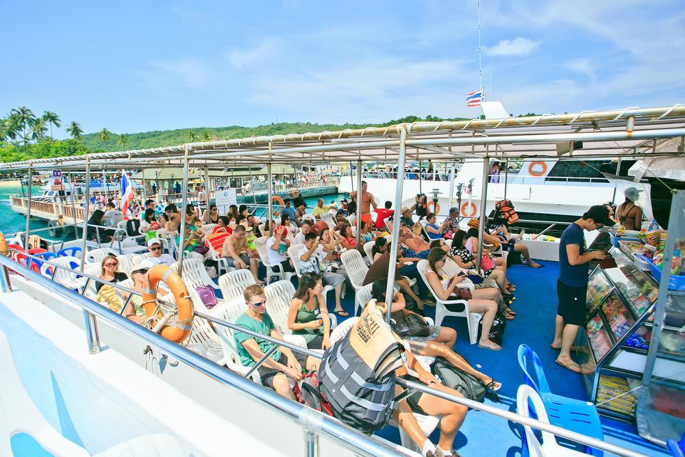 Kết thúc hành trình leo đỉnh Viewpoint, du khách trả phòng và bắt tàu quay về Phuket hoặc Krabi. Trong trường hợp muốn tiếp tục tận hưởng cuộc sống thiên đường nơi đảo ngọc, những bãi biển xanh với bờ cát trắng mịn vẫn đang chờ đợi bạn. Ảnh: Shutterstock.
