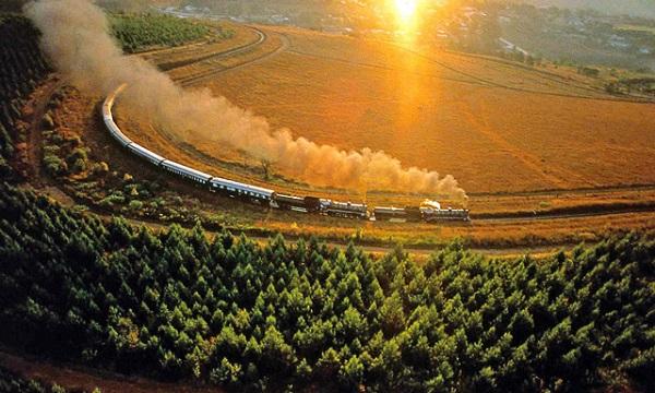 Du lịch bằng tàu hỏa, du khách sẽ có cơ hội ngắm nhìn nhiều cảnh đẹp dọc đường đi. Ảnh: Internet