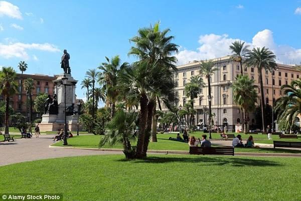 5. Rome (Italy): Trộm cắp được coi là bệnh dịch ở Rome, thường tụ tập nơi có nhiều du khách, chủ yếu ở quanh Vatican, bậc thềm Tây Ban Nha và đấu trường Colosseum. Các điểm nóng khác có thể kể đến Prati, Trionfale, Via Emo và Piazza Cavour.