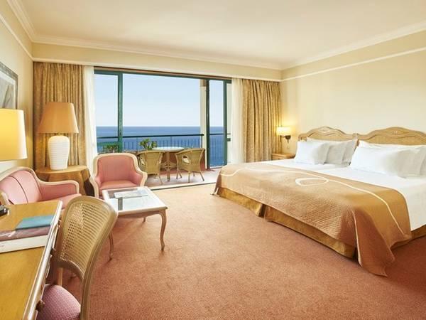 """4. Ở khách sạn: Thay vì đặt những khách sạn đắt tiền, bạn có thể thuê nhà. Độc đáo hơn, bạn có thể tham gia các trang web với giá chưa tới 100 USD ở khắp Mỹ, Anh cho tới Nam Phi hay New Zealand. London (Anh) là một trong những nơi có dịch vụ """"trông nhà"""" lớn nhất thế giới. Ảnh: PortoBay Hotel & Resort/Flickr."""