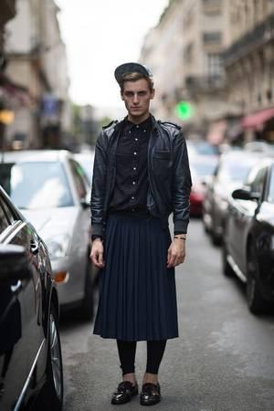 """<strong>6. Đàn ông mặc váy ở Italy: </strong>Đây có thể là điểm đến """"nguy hiểm"""" đối với phái nam Scotland, hoặc bất cứ chàng trai nào thỉnh thoảng muốn chạy theo xu hướng thời trang. Nhà chức trách Italy có quyền bắt giữ nếu bạn là nam mà mặc váy ở nơi công cộng. Ảnh: Pinterest."""