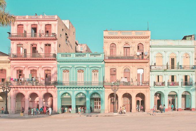 Dãy nhà đủ màu sắc ở thủ đô Cuba luôn có sức hấp dẫn với cánh săn ảnh lẫn dân du lịch. Cuối năm 2018, nhiếp ảnh gia người Pháp Helene Havard đã có những ngày tháng rong ruổi khắp Havana, chụp ảnh đường phố.