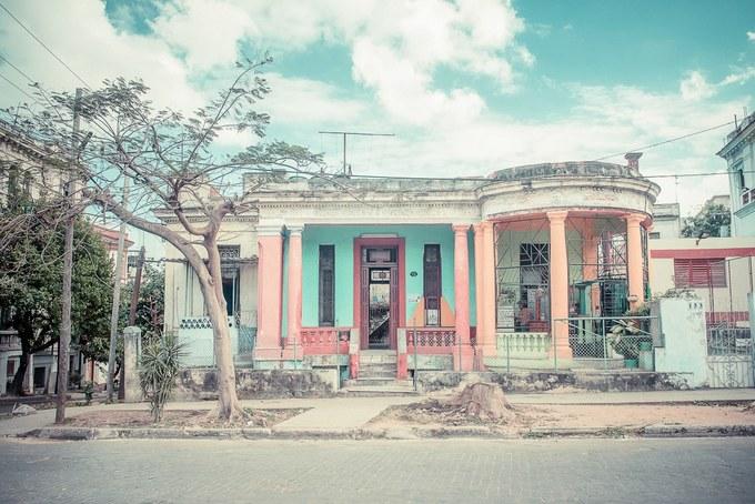 """Đặc biệt, dưới ống kính của cô, những căn nhà khoác lên bộ cánh màu pastel khiến chúng trông như ở """"vùng đất mộng mơ""""."""