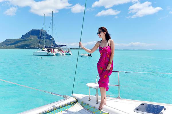 Du khách thích thú trước khung cảnh xanh ngắt của Mauritius.