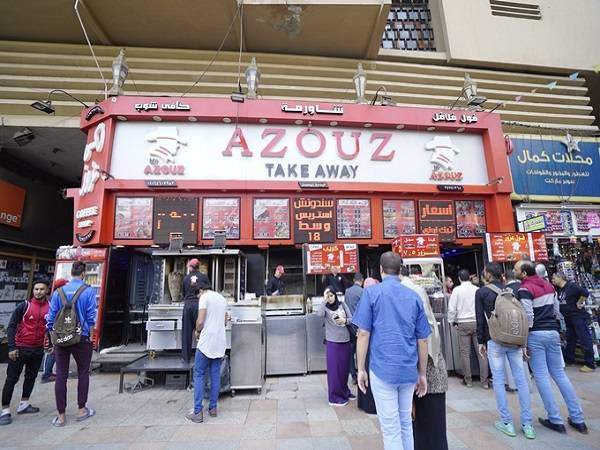 Tiệm thức ăn nhanh ở Cairo - Ảnh: Thiết Nguyễn