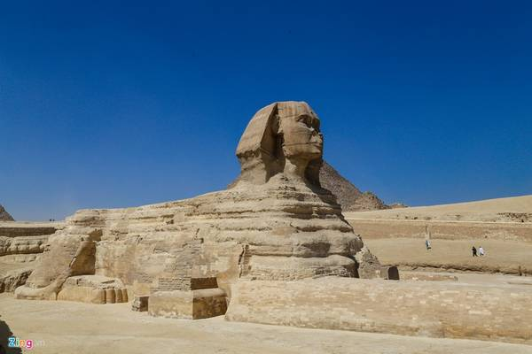 Theo các tài liệu khảo cổ cho thấy, tượng nhân sư do Pharaoh Diedefre - anh em của Khepheren - cho xây dựng. Ông xây dựng dựa theo hình ảnh của cha mình và để phục hồi sự kính trọng với vương triều.