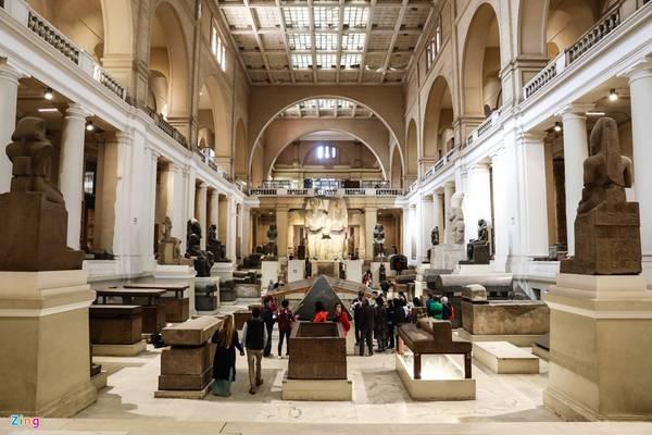 Sau khi các nhà khoa học khai quật các kim tự tháp, các lăng mộ thì các cổ vật, xác ướp được chuyển về bảo tàng quốc gia Ai Cập để bảo giữ an toàn và cẩn mật. Hiện bảo tàng lưu trữ hơn 120.000 hiện vật quý hiếm.