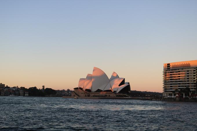Nhà hát con sò - biểu tượng của thành phố Sydney.