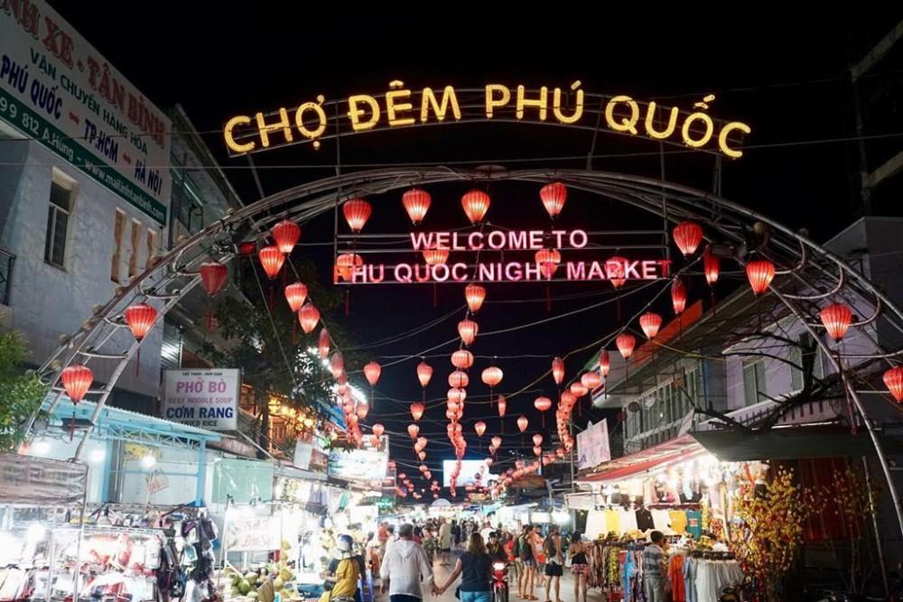 Cho dem Phu Quoc quyen ru moi tin do am thuc dip nghi le hinh anh 1