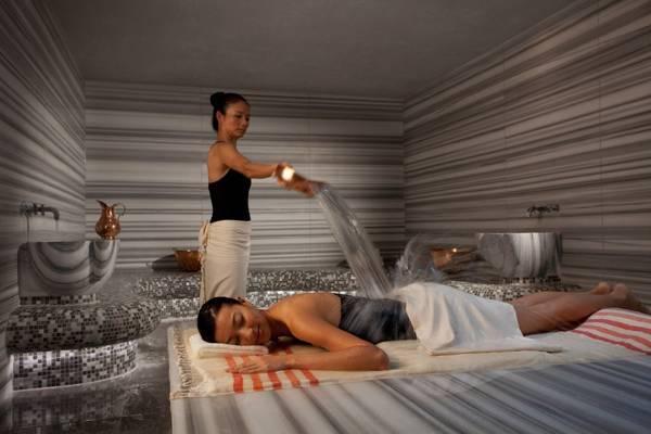 Du khách trải nghiệm liệu phápHammam độc đáo, giúp phục hồi sức khỏe và thư giãn.
