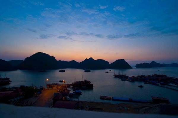 Cảng Bến Bèo lúc bình minh. Ảnh: Catbavietnam.com