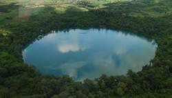 Hồ núi lửa Yeak Laom