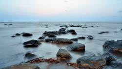 Bãi đá đen Pantai Batu Hitam