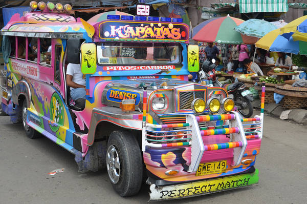 Xe Jeepney rực rỡ sắc màu. Ảnh: nomadicnotes.com