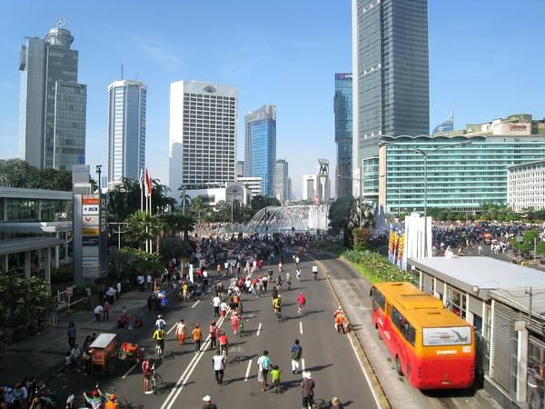 Đường phố nhộn nhịp ở Jakarta. Ảnh: en.wikipedia.org