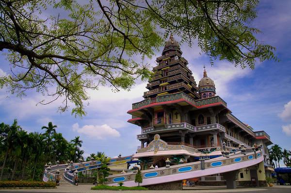 Nhà thờ Annai Velangkani với kiến trúc Ấn Độ. Ảnh: sitohanguntuktapanuli.wordpress.com